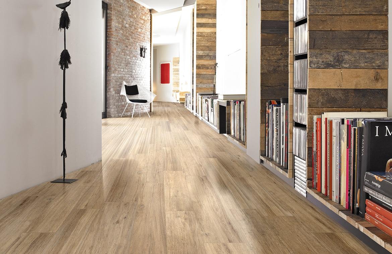 Doch Auch An Der Wand Sind Fliesen Im Holz Look Eine Schne Wie Robuste Alternative Fr Holzpaneele Gerade Bad Knnen Dabei Noch Perfekt